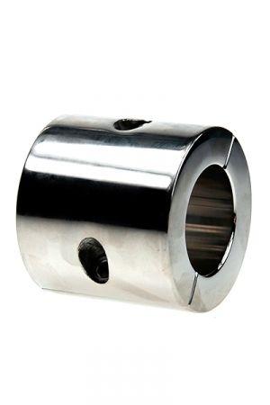 Ball Stretcher de 801 Grammes en Acier Caractéristiques : - Etirement des bourses - Matière : acier inoxydable lisse - Epaisseur du cylindre : 10 mm - Hauteur du cylindre : 56 mm - Diamètre intérieur du cylindre :     • Taille S : 35 mm     • Taille L : 40 mm - Fourni avec une clé à alenn - Poids : 801 grammes