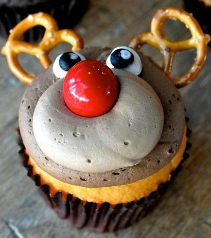 Postcards from Wonderland | Christmas Cupcakes | http://www.postcardsfromwonderland.com