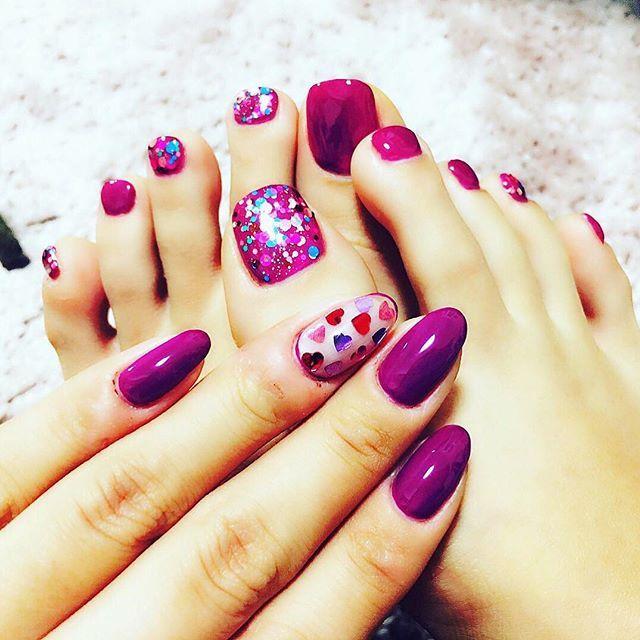 マイネイル✨ 最近このプラム色にハマってて  手足同じカラー☺︎✨ 私なりに、少しだけバレンタイン意識(笑) 甘過ぎるネイル苦手 #nails#naildesign#footnail#cute#cool#heart#purple#violet#colorful#lovely#hologram#beauty#selfnail#nailart#valentine#kawaii#girl#ネイル#ネイルデザイン#フットネイル#バレンタインネイル#ジェルネイル#紫#パープル#ハートホロ#ハート#キラキラ#女子力#セルフネイル