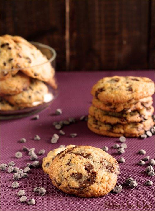 Cookies con pezzettoni di cioccolata: i Chocolate Chip Cookies americani ! Dal sapore di burro e cioccolato ! ;) #cioccolato #chocolate #chip #cookies #biscotti #gocce