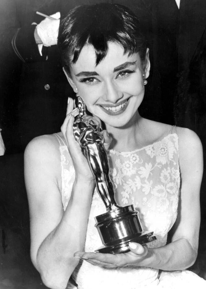 Audrey Hepburn ganó el Oscar como actriz protagonista de 'Vacaciones en Roma', en marzo de 1954.