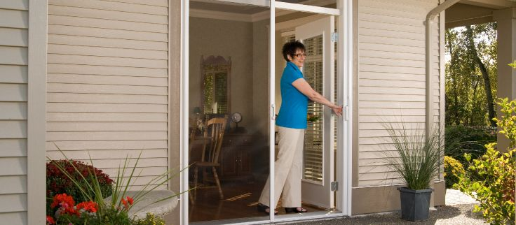 What makes good retractable screen? We've made a checklist so you can get the screen that best fits your family.
