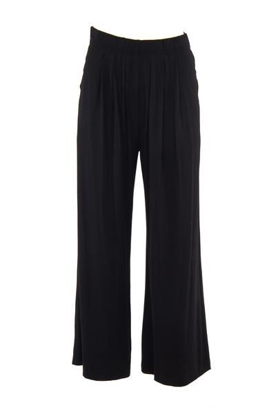 Our iconic wide legged pants have front pleats, which allows the modal to drape and flow beautifully. It also has angled front pockets and a 4cm elastic waistb