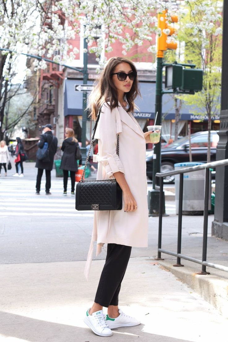Felicia Akerstrom enjoys the New York City blooms in a slouchy beige H&M…