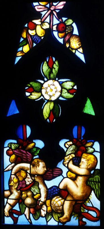 There are many #fruit garlands in the #milancathedral. This one, from St.Catherine's stained glass window, was designed by the renowned Giuseppe Arcimboldo #food #duomofood #duomodimilano