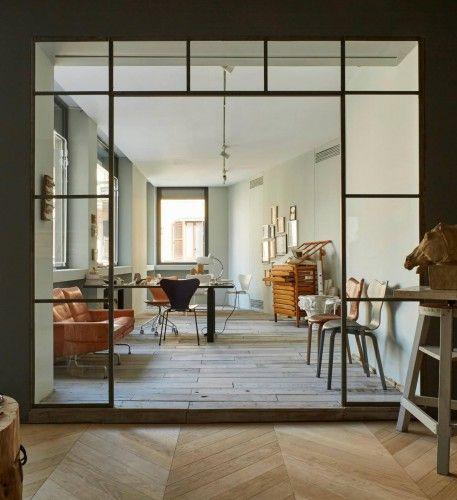 Leveret til Fritz Hansen møbler, til deres showroom i Milano- 19.3.2015. Fremstillet i tre dele, der samles på pladsen.