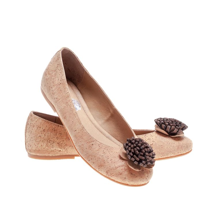 Ballerina shoes in Cork with Flower to Contrast in Color. 100% Eco-Friendly, produced in Portugal. Lightweight, practical and sturdy. Montado - Cork with Art.