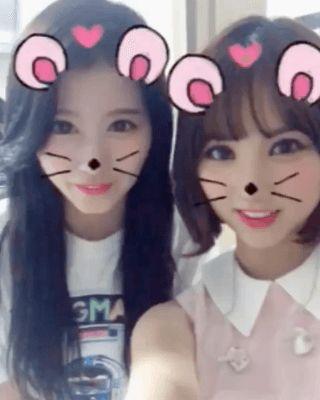 Quando a Eunha e a Sana estão na mesma foto não tem uma pessoa que não ache fofo❤️❤️