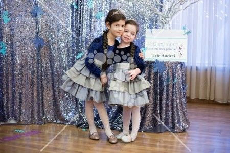Little girls in a photo corner #glitter