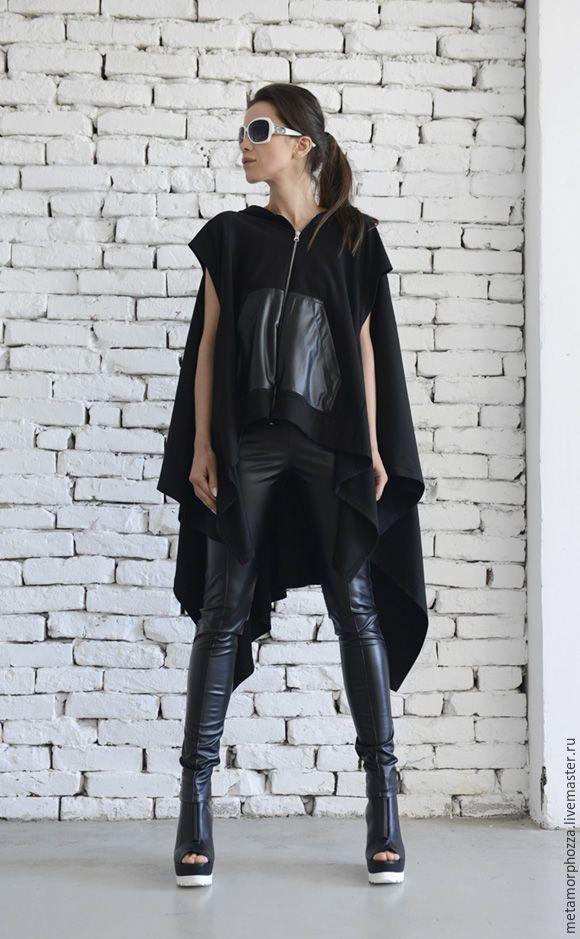 Купить или заказать СВИТШОТ Urban style в интернет-магазине на Ярмарке Мастеров. Черный свитшот с кожаными карманами Чудесный свободно падающий макси топ в стиле уличной моды! Эта супер модная и современная одежда превратит Ваш наряд в городскую мечту. Этот удобный топ можно легко сочетать с различными брюками и леггинсами. Акцент спереди является кожаный карман, застегнутый красивой молнией. Состав этого красивого топа хлопок и экокожа.