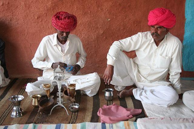 Her er turen for jer, der lægger vægt på at bo virkelig godt, mens I er på luksusrundrejse i den smukke ørkenstat Rajasthan. Undervejs bevæger I jer fra det ene overdådige palads til det næste, overnatter på de smukkeste havelier og passerer undervejs de små oaser, der ligger spredt rundt i det gyldne landskab.