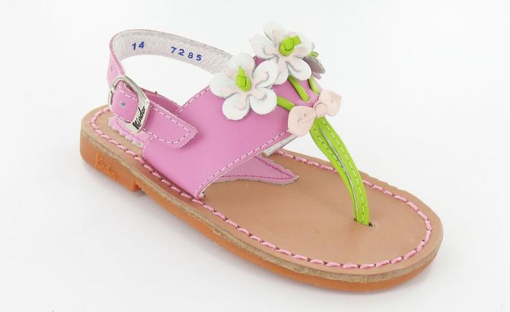 Because we like flowers! sandals www.calzadokinder.com