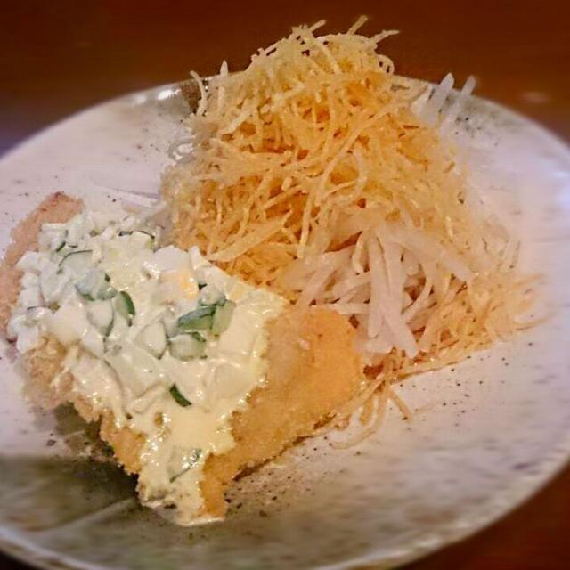 今日のまかない2 - 20件のもぐもぐ - 白身魚のフライ&大根サラダ(パリパリポテトのせ) by ichidolushi