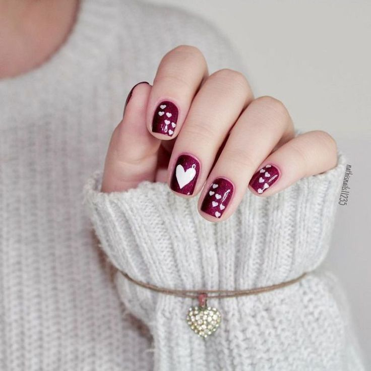 33 Pretty manicure that you can easily do - Valentine nail art design, painted nail art design, easy paint ed nail ideas,easy nail art ,simple nail polish #nails #nailartdesign
