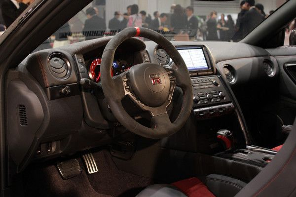 2015 Nissan GT R white front interior details 600x399 2015 Nissan GT R Complete Review