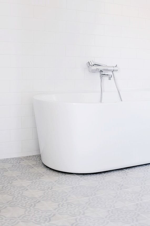 Patterned Tiles, White Free standing tub//