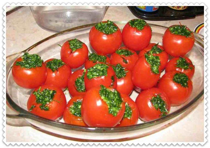 помидоры фаршированные зеленью и чесноком капустой