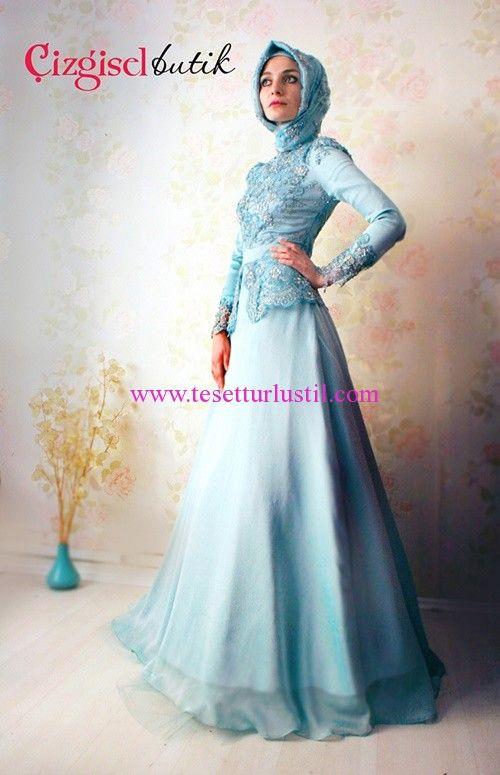 Çizgisel Butik Mavi İşlemeli Tesettür Nişan Elbisesi