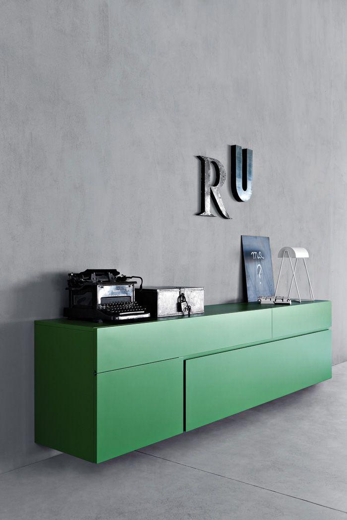 60+ идей сочетания зеленого цвета в интерьере: правила оформления и цвета-партнеры http://happymodern.ru/sochetanie-zelenogo-cveta-v-interere/ Серые гранитовые стены и зеленая мебель выглядят стильно
