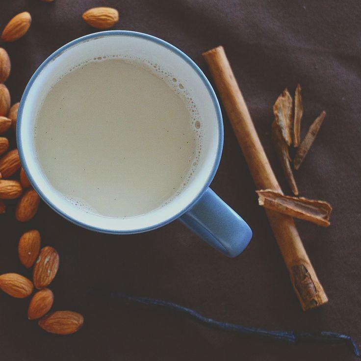 Vegan, relaxing cinnamon-vanilla milk, recipe in German / entspannende vegane Gewürzmilch, Rezept auf Deutsch  #vegan #cinnamon #almondMilk #vanilla