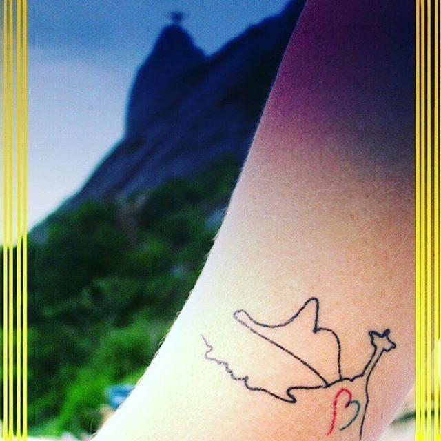 01 • Alegria ||#thefabulousproject • Rio, de Janeiro a Janeiro. Um #amor tão grande, inexplicável. Uma flecha certeira de um cupido malandro e cheio de ginga, que me acompanhava desde a infância. Nasci mineira, de alma #carioca! O fato é que eu não consigo imaginar outro lugar no mundo onde eu pudesse ser mais feliz! <3 Aqui criei raízes. Claro que não vivo numa bolha, o #Rio não é só oba oba! As mazelas infelizmente fazem parte da triste realidade de milhares de pessoas. Mas mesmo assim…