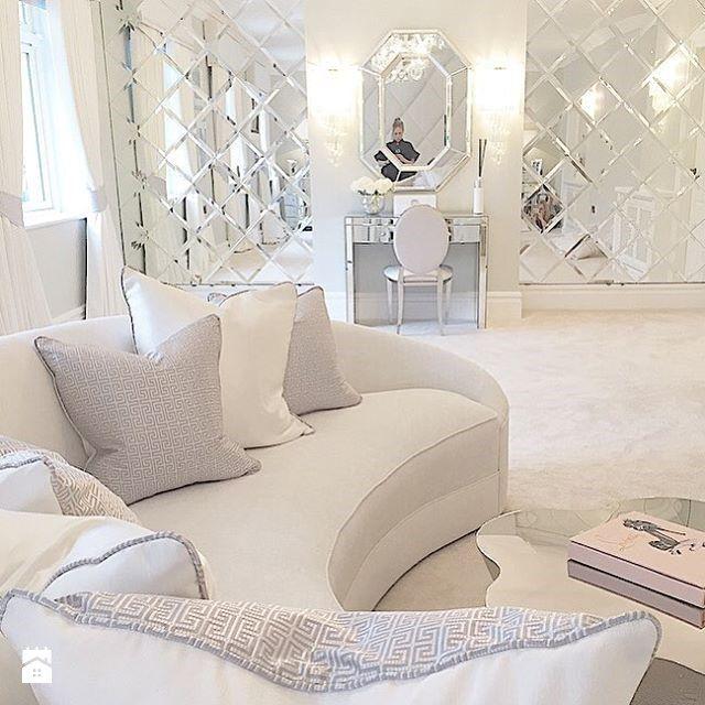 Wystrój wnętrz - Salon - styl Glamour. Projekty i aranżacje najlepszych designerów. Prawdziwe inspiracje dla każdego, dla kogo liczy się dobry gust i nieprzeciętne rozwiązania w nowoczesnym projektowaniu i dekorowaniu wnętrz. Obejrzyj zdjęcia!