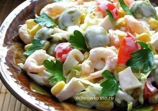Салат с креветками, кальмарами  и оливками ( всего 7 ингредиентов):