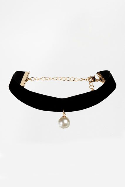 This Throwback '90s Trend Looks Really Good Now #refinery29  http://www.refinery29.com/best-choker-necklaces#slide10