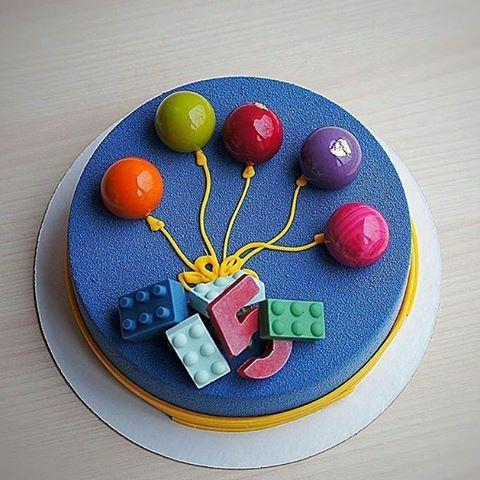 #Repost @florann_cake: Я сегодня сама себе повторюшка... Ну как отказать 5-летней имениннице, ведь  девочки тоже играют в лего!  Шоколад-маракуйя внутри, очень шоколадное лакомство с небольшой кислинкой и солоноватым хрустящий слоем с пралине. Декор: шоколад, намелака  в шариках.  Всем хороших выходных!#торт #торты #тортыназаказ #тортымосква #муссовыйторт #cake #детскийпраздник #сднемрождения #кондитерскоеискусство #домашняякондитерская #домашниеторты #шоколадмаракуяй #дляребенка…