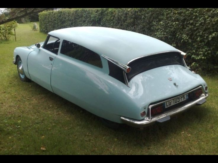 Very cool Citroen DS coupe-esque from the rear