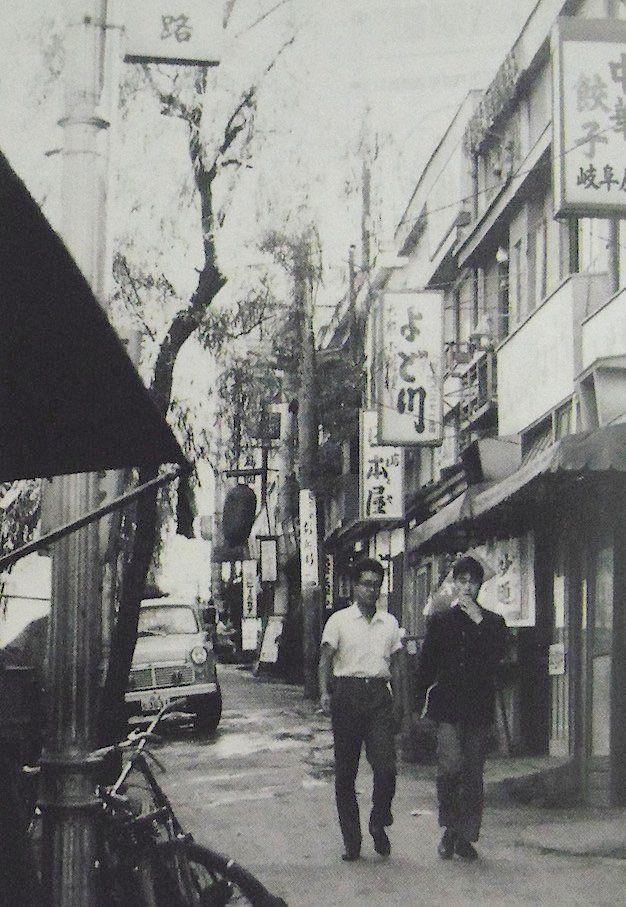 昭和30年代 新宿駅西口付近(現・思い出横丁) 「あの日の新宿」より