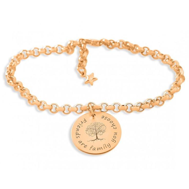 Ein wunderschönes Armband aus 925 Sterling Silber mit Wunschgravur. Auf dem ca. 2,0 cm großen Plättchen ist in der Mitte ein wunderschöner Baum graviert. Für Ihre Wünsche stehen Ihnen max. ca. 30 Zeichen inkl. Leerzeichen zur Verfügung. Das komplette Schmuckstück wird in Juwelierqualität hochwertig rosé vergoldet.