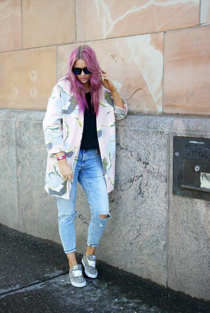 http://lifeisbeautiful.bellablogit.fi/2015/05/pink-hair-dont-care/