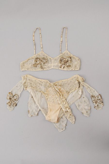 This 1920's vintage burlesque set is beautiful and would be great for a bridal boudoir set. A bit of glam, but not overpowering.