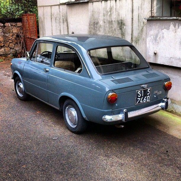 Fiat 850. Buurman Hartman had er zo eentje, met zijn cricketverhalen.... 80 over snelweg
