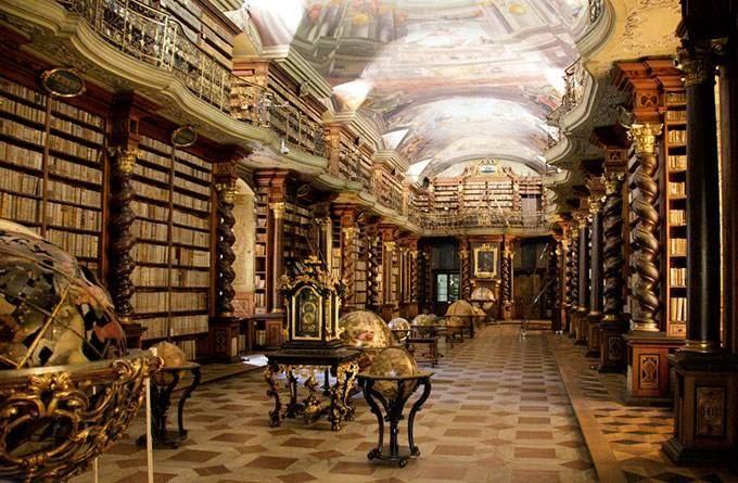 Las Bibliotecas Más Bonitas Del Mundo Biblioteca Del Clementinum Praga República Checa El Interior Del Biblioteca De Alejandria Praga Biblioteca De Ensueño
