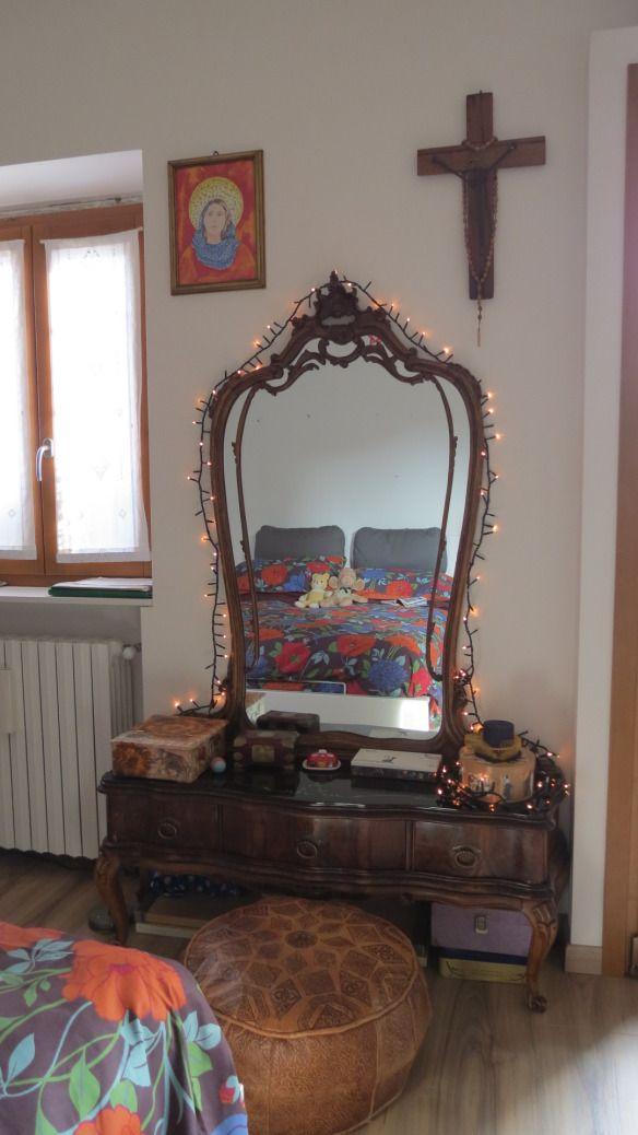 camera da letto vestita per Natale... tra mobili recuperati, pouf etnici e arredi ikea