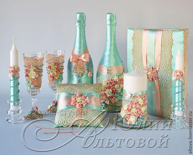 Купить или заказать Свадебное шампанское 'Персик, мята, винтаж... в интернет-магазине на Ярмарке Мастеров. Оформление на свадебное шампанское ручной работы. Оформление на свадебное шампанское 'Персик, мята, винтаж...' создано специально для персиково-мятной свадьбы в винтажном стиле. Свадебное шампанское оформлено атласными лентами, винтажным кружевом, нежными декоративными розами, бусами и стразами. Оформление на свадебное шампанское 'Персик, мята, винтаж...' стилизовано под образы же…