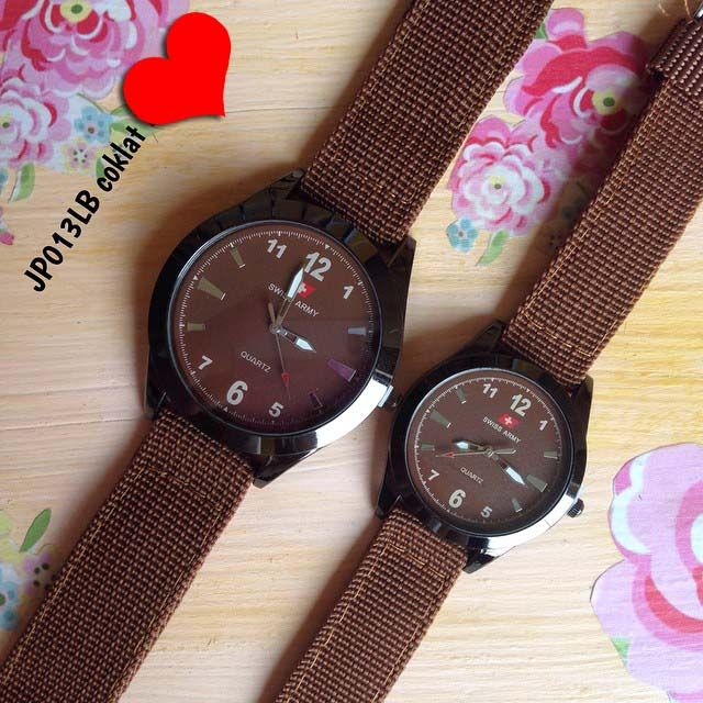 Jam tangan swiss army canvas couple || Kode barang : JP013LB coklat || Harga 130ribu (2 jam) || Diameter : 4.2cm dan 3cm || Tali : kanvas || Water resistant: tidak