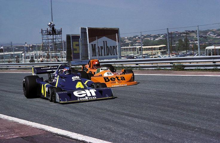 Patrick Depailler Tyrrell P34, Vittorio Brambilla March 761. Sout Africa grand prix - Kyalami 1976