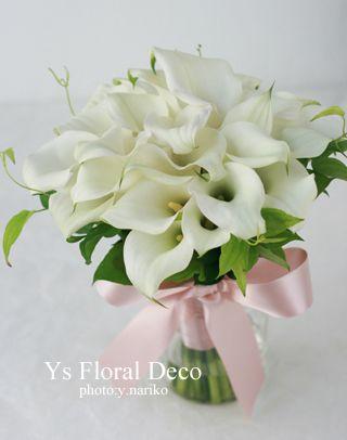 白いカラーのクラッチブーケ ys  floral deco @ホテルモントレ銀座