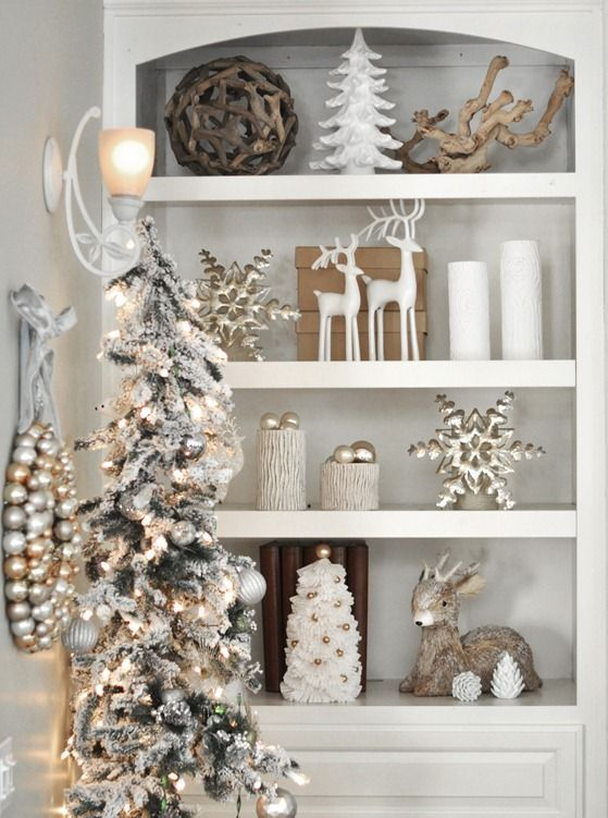natural + white decoratingChristmas White, White And Gold Christmas, Holiday Them Bookshelves, White Christmas, Room Bookshelves, Christmas Decor, Families Room, Christmas Room, Holiday Decor