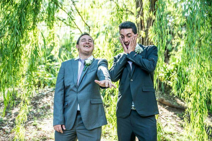 Funny photo of groom and groomsman! This one always makes me laugh! #weddingphotoideas #groomphotoidea #photoidea #wedding #erweewedding
