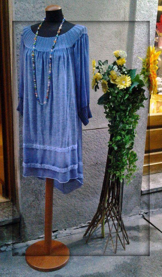 dehors fine giugno collana lunga abito in blu