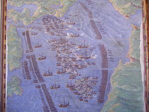 La batalla de Lepanto. Combate naval ocurrido el 7 de octubre de 1571 entre la armada del Imperio Otomano y la Liga Santa cristiana conformada por el Reino de España, los Estados Pontificios, la República de Venecia, la Orden de Malta, la República de Génova y el Ducado de Saboya. Los cristianos resultaron vencedores, frenando el expansionismo turco por el Mediterráneo occidental. En esta batalla participó Cervantes, que resultó herido, lo que valió el sobrenombre de «manco de Lepanto».