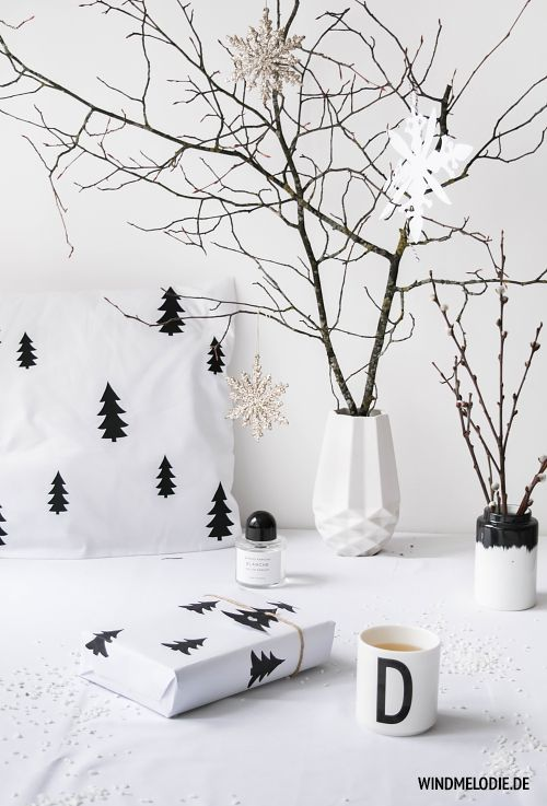 scandinavian christmas decoration in black and white and. Black Bedroom Furniture Sets. Home Design Ideas