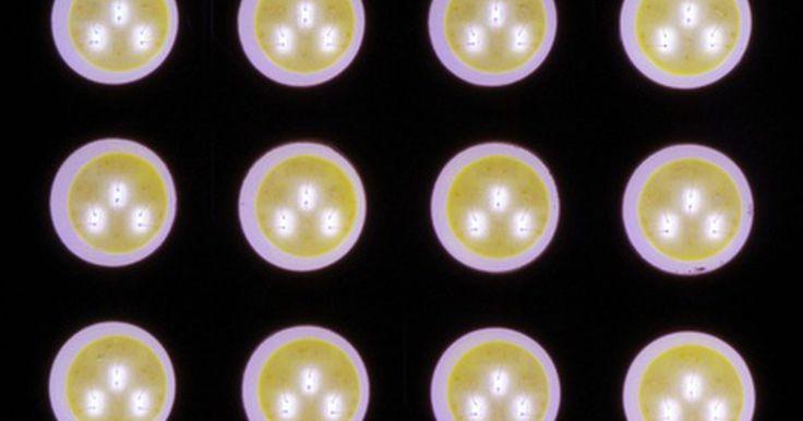Cómo armar una placa para una pantalla LED. Una placa LED es una pantalla de video que utiliza diodos para emitir la luz. Estas placas generalmente se utilizan en grandes carteles o letreros de negocios para hacer anuncios o transmitir algún mensaje. También son utilizadas en vehículos de transporte público o letreros de itinerario. Si deseas armar la placa LED por tu propia cuenta, puedes ...