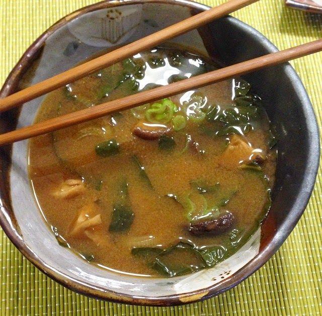 Una mamma che cucina: Zuppa di Miso con Cavolo nero e funghi Shiitake