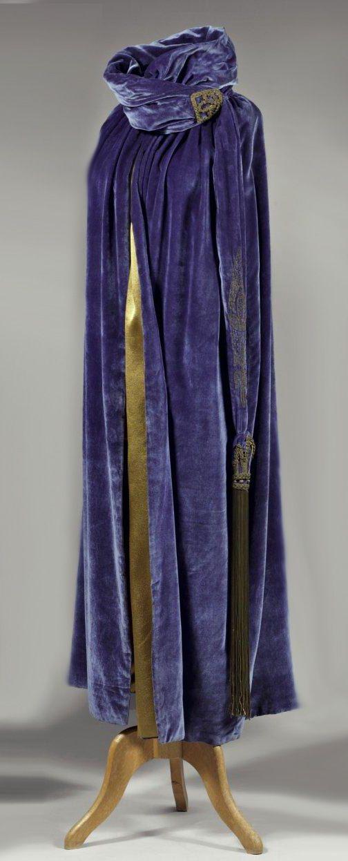 Somptueuse cape de grand soir vers 1924