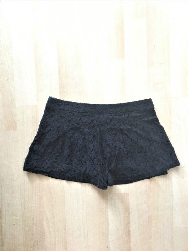 A vendre : https://www.vinted.fr/mode-femmes/shorts-en-dentelle/15682068-short-noir-en-dentelle-kiabi